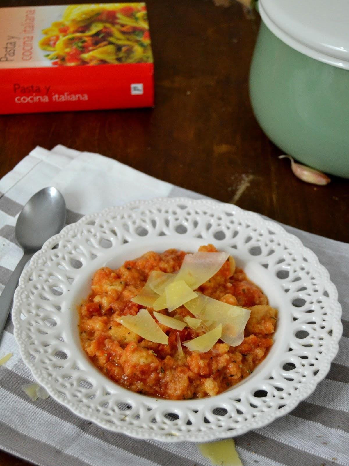 Sopa italiana de tomate y pan. Pappa al pomodoro