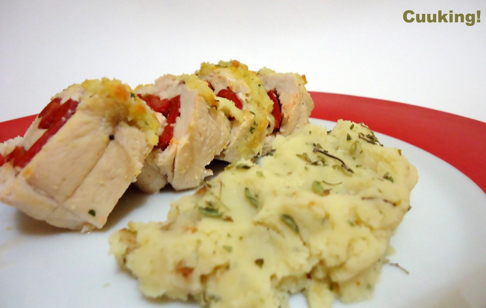 Rulo de pollo y pimiento con crujiente de parmesano