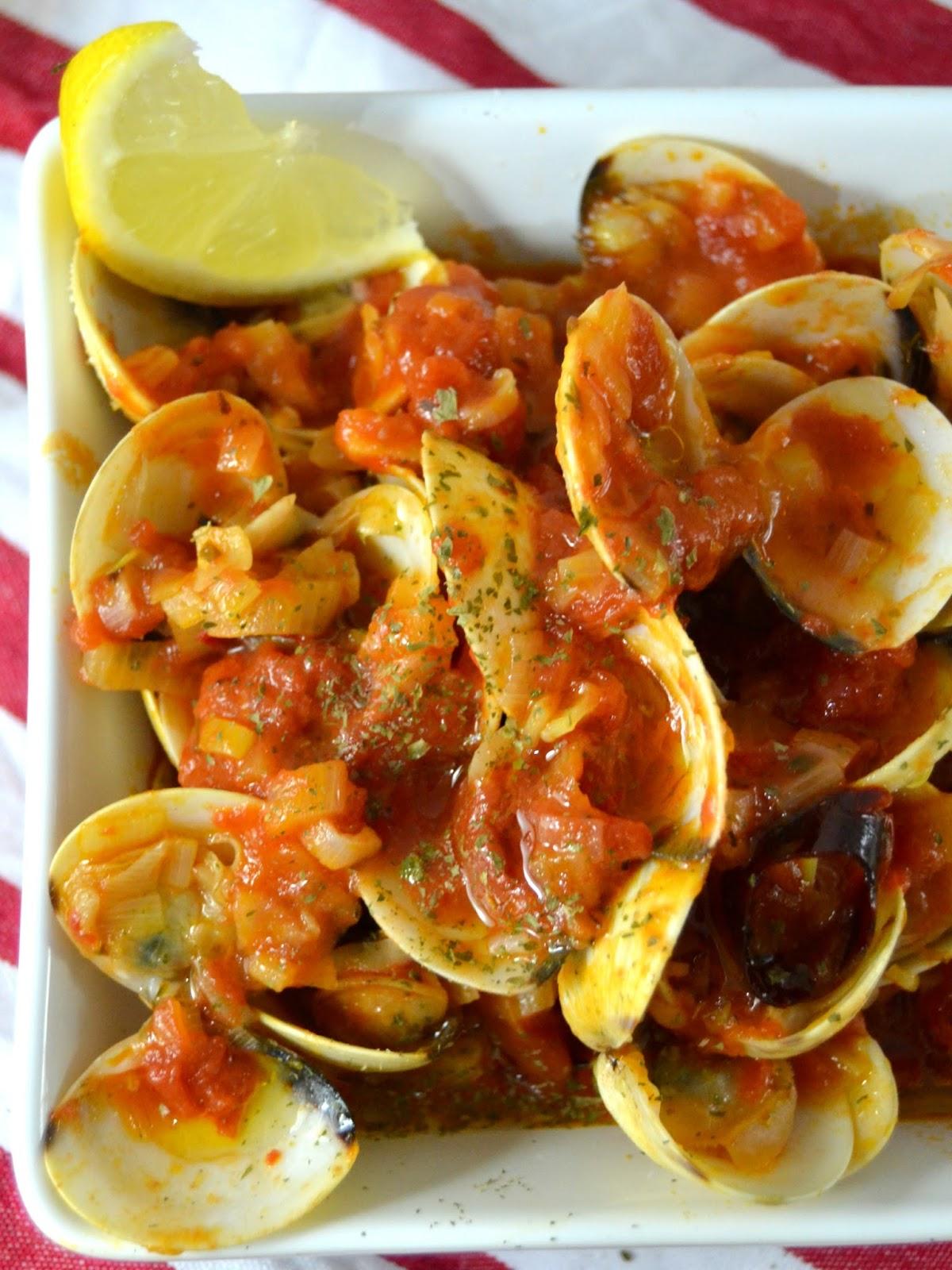 Almejas a la marinera con tomate cuuking