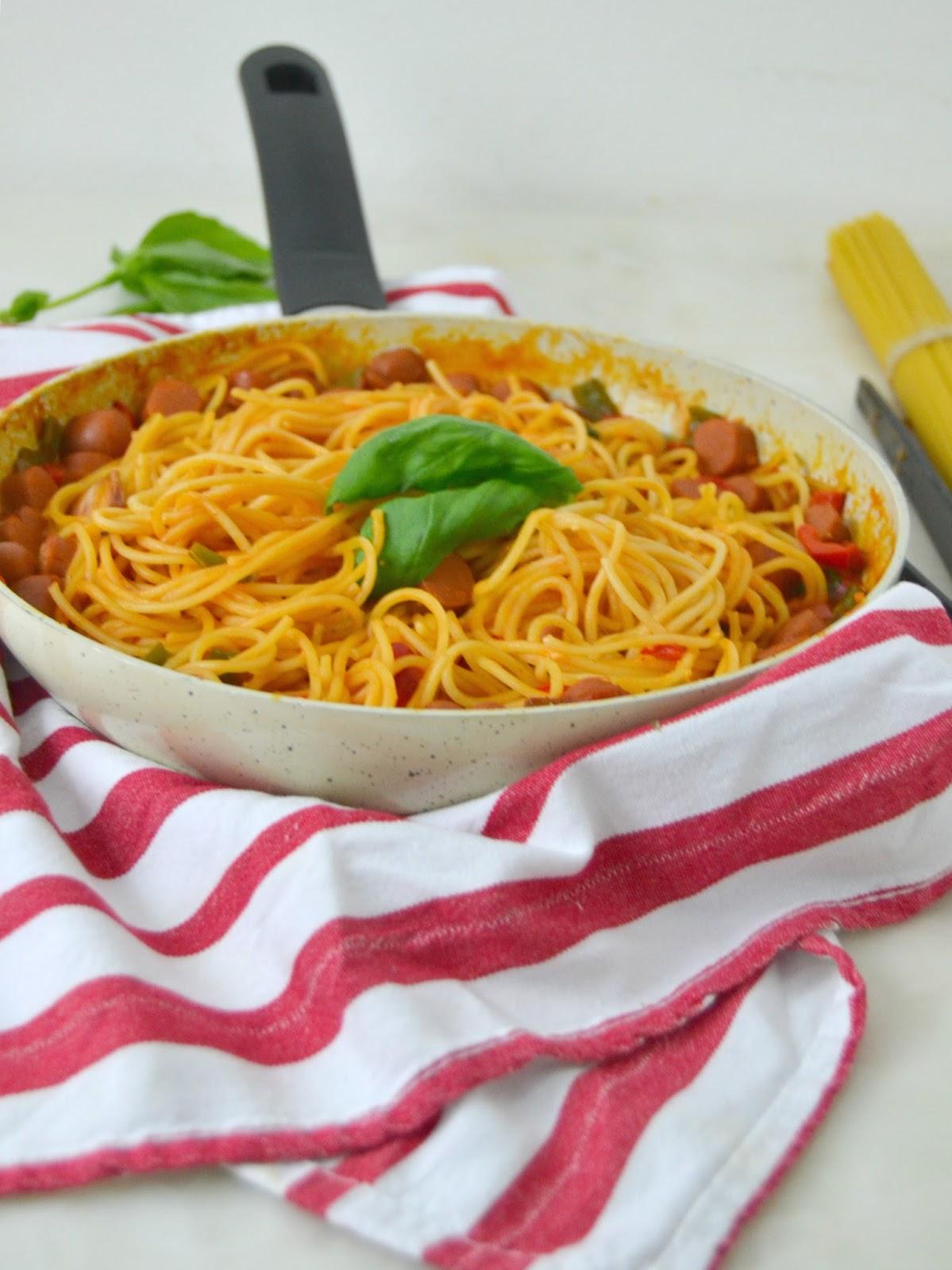 """Pasta con salchichas en sartén o """"one pot pasta"""""""