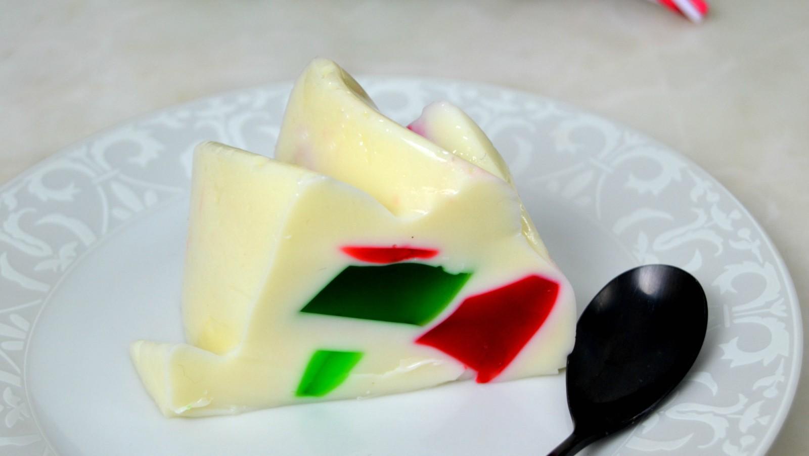 Gelatina de navidad o gelatina de colores con leche condensada