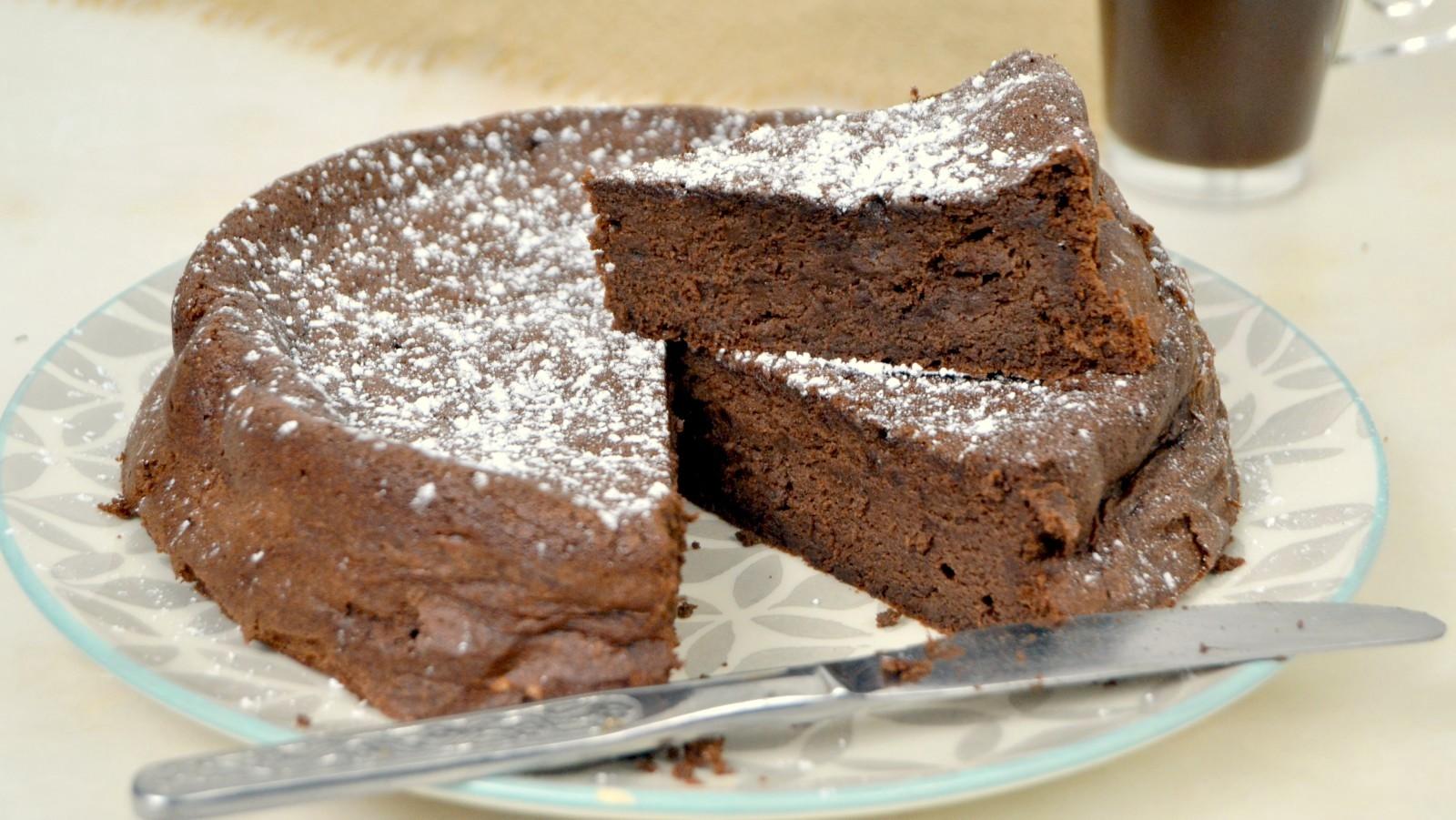 Bizcocho de chocolate sin harina ¡Con solo 3 ingredientes!