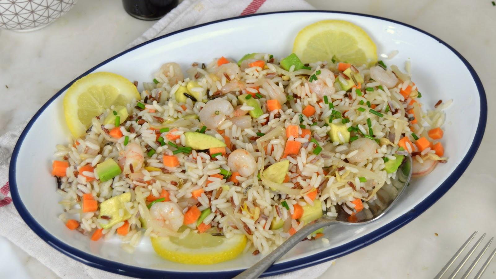 Ensalada de arroz con aguacate y gambas