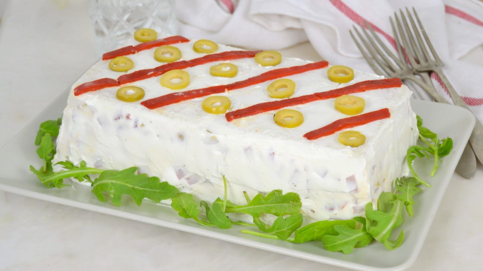 Pastel frío de jamón y queso con pan de molde