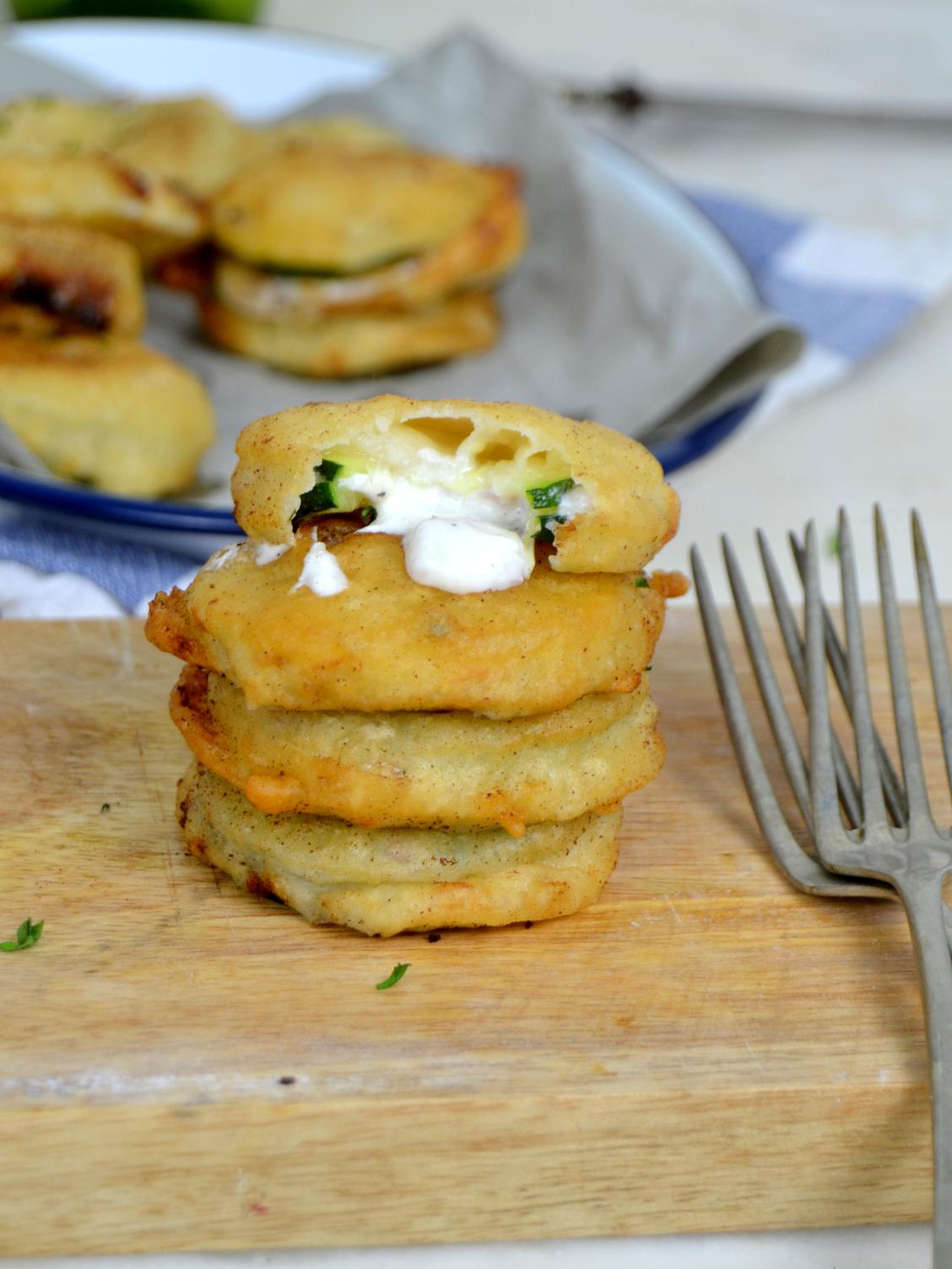 Calabacines rebozados con jamón y queso
